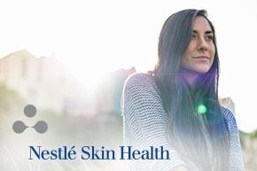 """Imagen de una chica junto al mensaje """"Cambiaremos la forma de pensar del mundo sobre la salud de la piel"""" y más texto"""